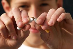 maleficios-do-cigarro-crianças-fumante-passivo